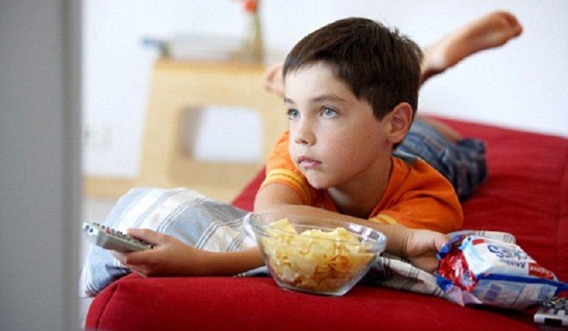 Menonton TV Lebih Berbahaya Dibanding Main Komputer