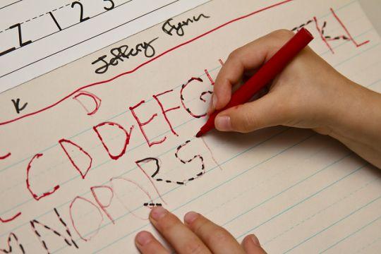 Sumber : http://www.kesekolah.com/artikel-dan-berita/pendidikan/perlunya-mengajari-anak-belajar-menulis-sejak-usia-dini.html