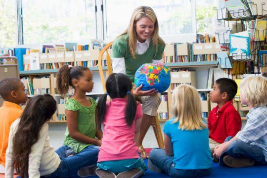 Sumber : http://js-ruangberbagi.blogspot.com/2013/10/ingin-menjadi-guru-yang-menyenangkan_8.html