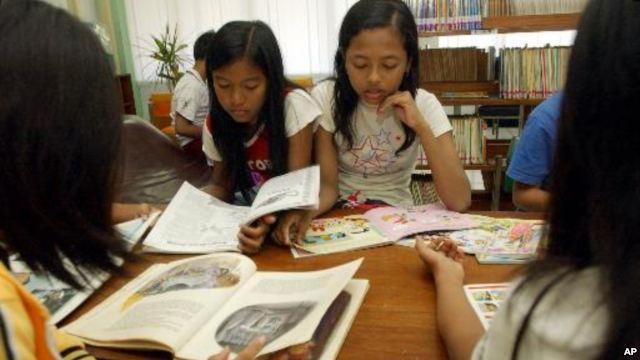 Sumber : http://blogs.voanews.com/indonesian/kontes-ngeblog-voa/2012/10/30/menarik-minat-baca-anak-lets-make-reading-fun/
