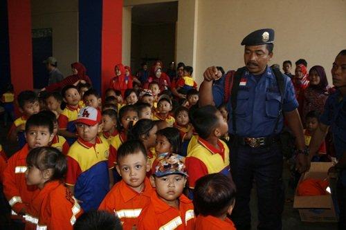 Pak Komandan Menghitung Pasukannya Sebelum Berangkat Pemadaman