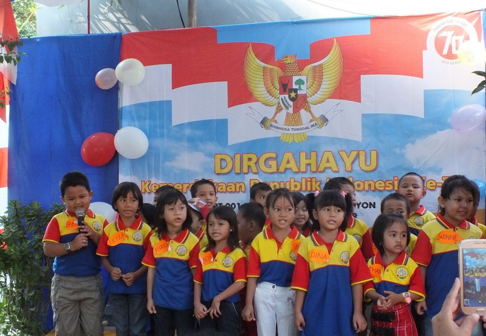 Anak-anak biMBA menyanyikan lagu Hari Merdeka