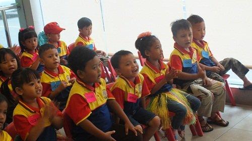 Kegembiraan Saat Menyanyikan Lagu Wajib Nasional