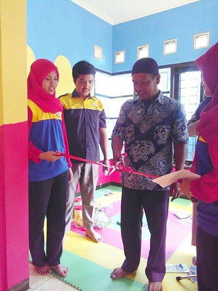 Pengguntingan Pita Launching biMBA Sawah Gede