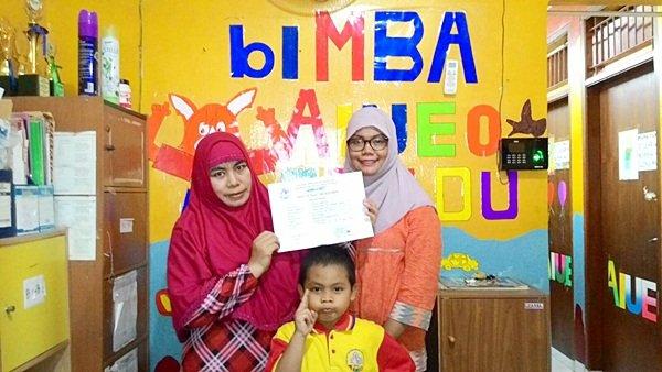 Penyerahan sertifikat beasiswa biMBA Cipadu