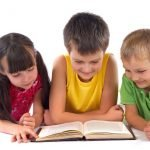 5 Trik Agar Si Kecil Suka Baca