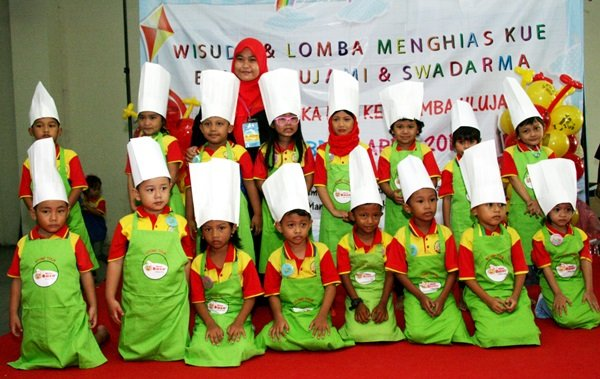 Peserta Lomba Menghias Kue biMBA Swadarma