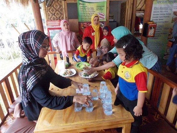 Lomba Meracik Gado-gado Anak biMBA Saun Pondok Rangon