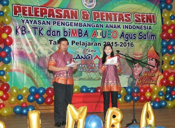 Bapak Agus Suprihantoro dan Ibu Niken Retno, MC Acara