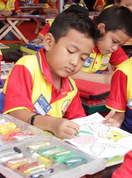 Manfaat Belajar Mewarnai bagi Anak