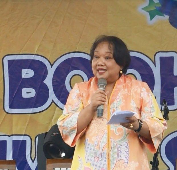 Dra.Woro Titi Hariyanti, MA, perwakilan Perpusnas RI