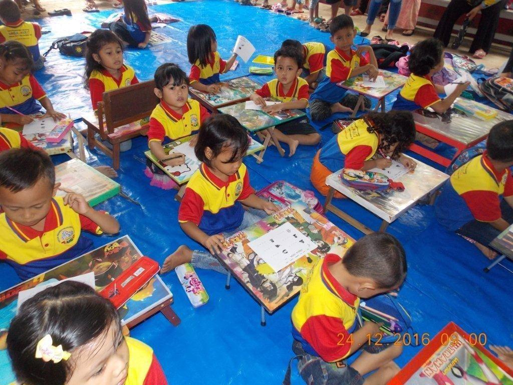 Lomba Dikte Huruf di Cerdas Ceria biMBA Saun Pondok Rangon
