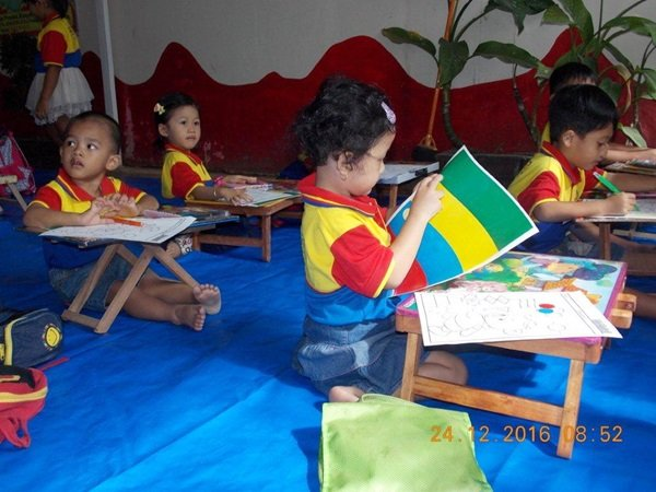 Lomba Kolase di Cerdas Ceria biMBA Saun Pondok Rangon