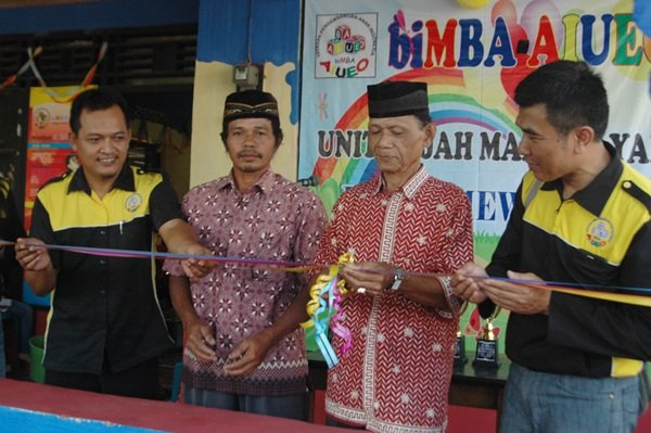 Pengguntingan Pita Simbol Pembukaan Kantor Wilayah biMBA Purworejo