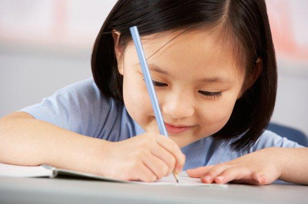 Mengembangkan Imajinasi Menulis Anak