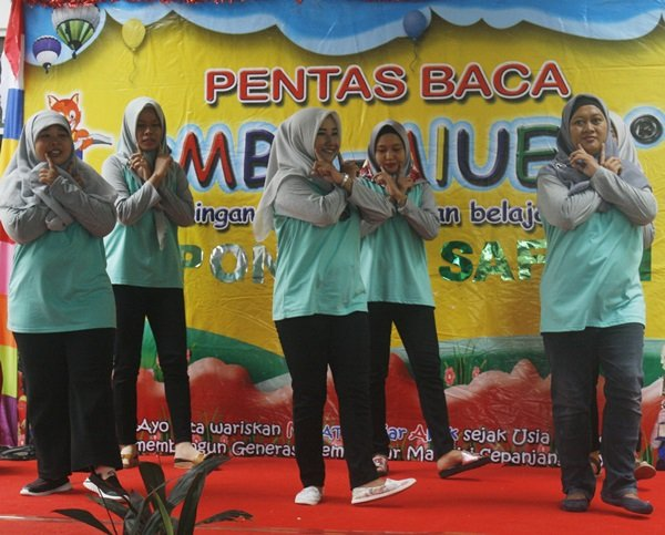 Orangtua murid biMBA Pondok Safari menari gemu fa mire