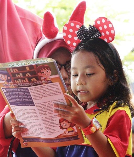 Membaca Majalah Sahabat biMBA