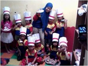 Bu Hanni dan Anak-anak biMBA-AIUEO banana Residence