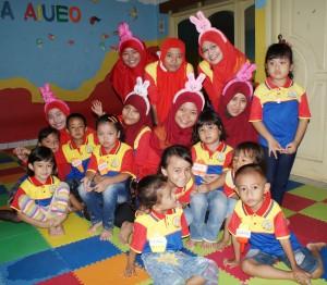 Berfoto bersama murid dan Motivator biMBA Unit Kreo Larangan Joglo